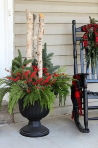 outdoor-holiday-planter